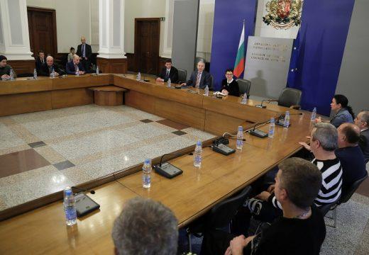 """Премиерът благодари на строителите ремонтирали """"Ечемишка"""""""