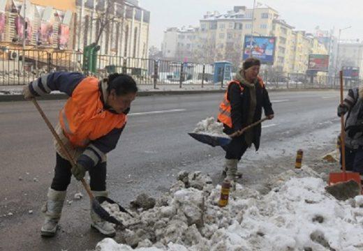 Чистят основните булеварди в столицата