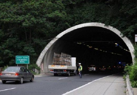 """Тунел """"Ечемишка"""" остава затворен, ползват се обходни маршрути (карта)"""