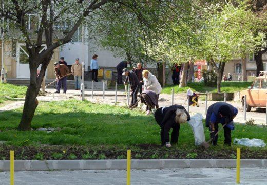 Голямото почистване в Бургас започна