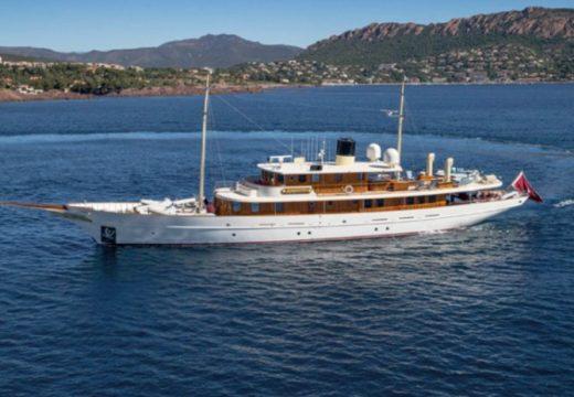 Дж. К. Роулинг продава супер луксозна яхта