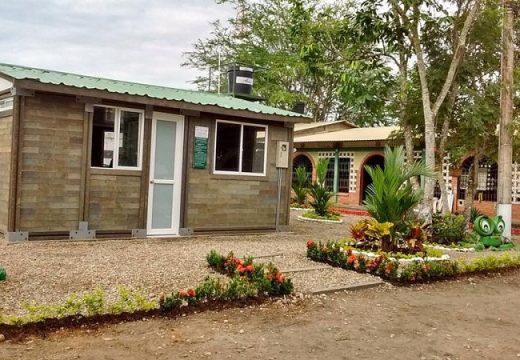 Къща от рециклирани тухли