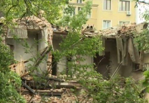 Бутат ценни сгради навсякъде из България