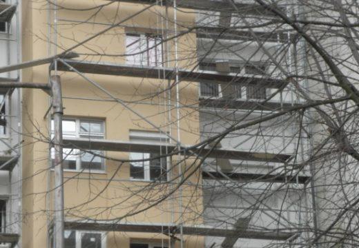 Строителен работник падна от скеле и загина