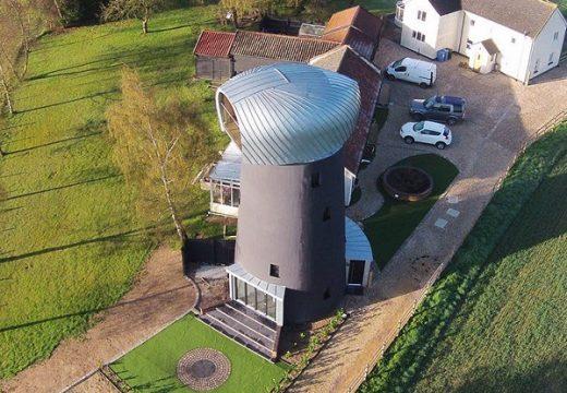 Стара вятърна мелница се превърна в супер модерен дом