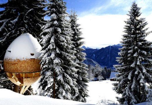 Хижи като шишарки в италианските Алпи