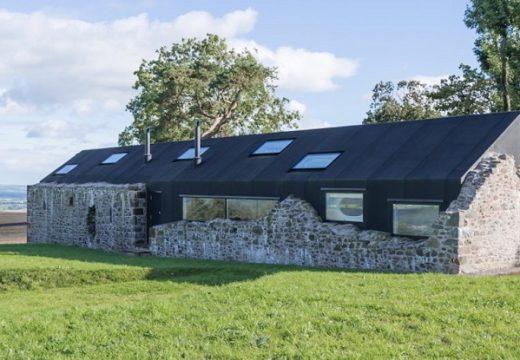 Футуристичен дом се крие руини от 18 век