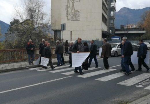 Работници в строителна фирма блокираха пътя Смолян – Пампорово