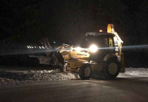 Нанков: 400 машини почистват пътищата
