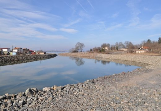 Бургас строи кей с хелинг по искане на рибари