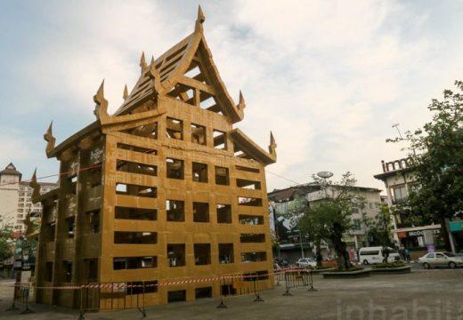 Храм от кашони изникна в Тайланд