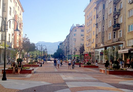 Продължават ремонтите на площади и градинки в София