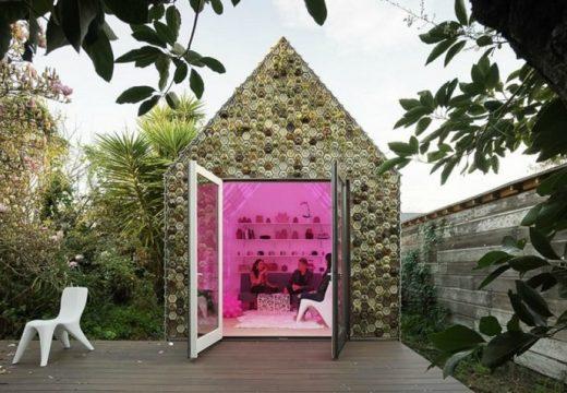 Къщичка е построена от 4500 принтирани керамични плочки