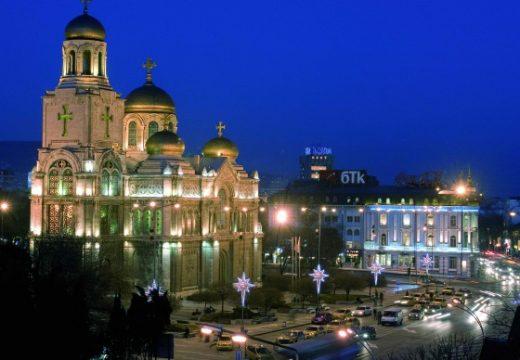 Катедралата във Варна се нуждае от спешен ремонт