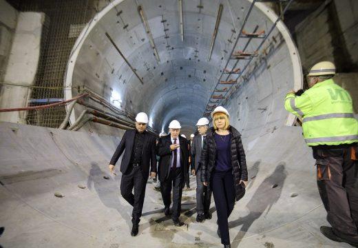 Изградени са 3 км тунел от третия лъч на метрото