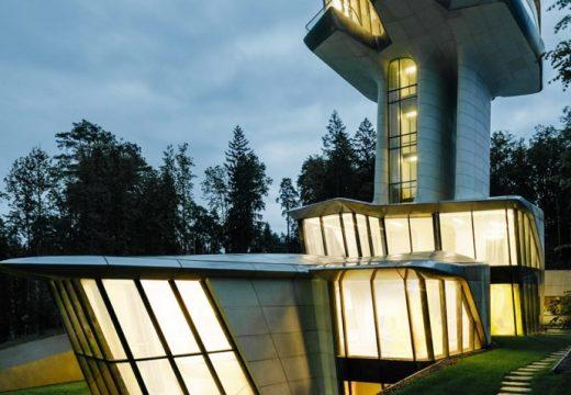 Единствената къща на Заха Хадид е внушителен космически кораб (видео)