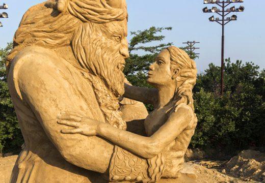 Чудати пясъчни фигури ще завладяват Бургас през лятото