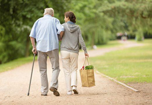 Държавата инвестира в центрове за възрастни хора