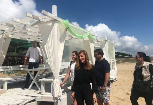 "Ангелкова откри незаконни постройки на плаж ""Шкорпиловци"""