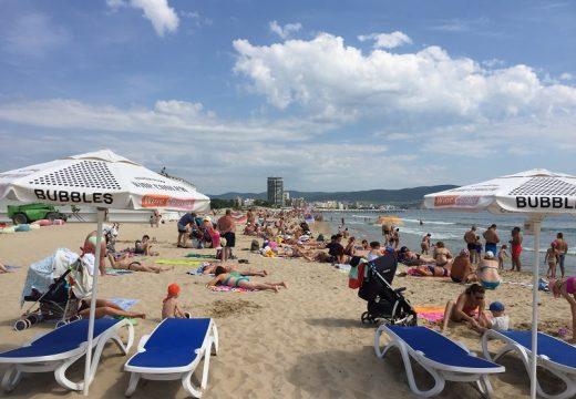 Плажовете на морето вече са пълни