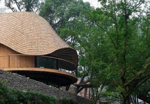 Покрива на къща имитира течението на вода