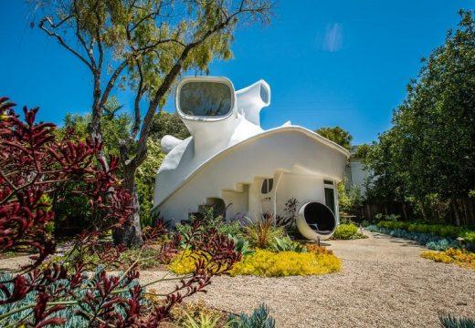 Извънземна къща в калифорнийския залив