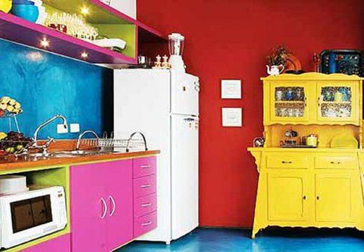 70+ кухни в смели цветове