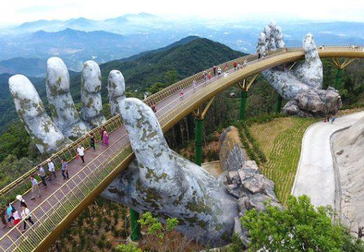 Мост се крепи върху ръцете на въображението