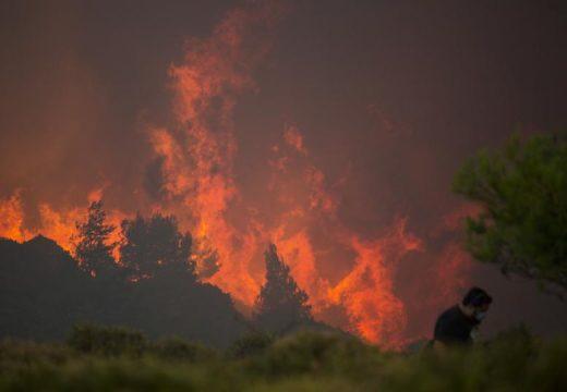 Пожарите в Гърция са дело на незаконно строителство