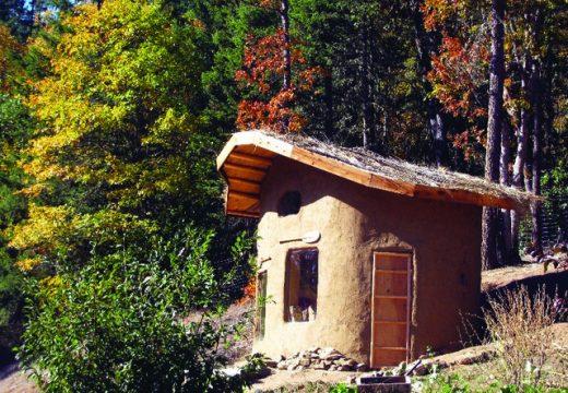 20 малки къщи направени от материали за боклука