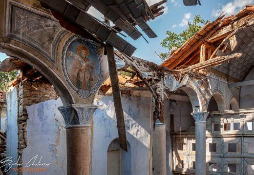 КАБ алармира за рушащ се храм от 1898 г.
