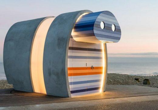 Бунгало на плаж се върти в посока на слънцето