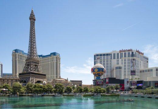 16 Айфелови кули извън Париж