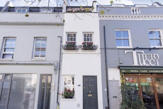 Продават най-тясната къща в Лондон