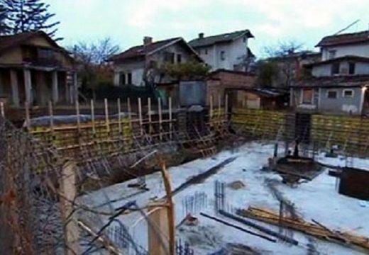Къщи заплашени от срутване заради строителен изкоп