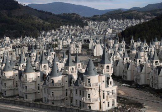 Построиха цял квартал от Дисни замъци