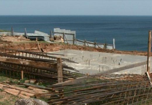 Продължава да се лее бетон по защитените зони