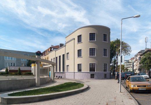 Възстановяват оригиналната фасада на филхармонията в Бургас