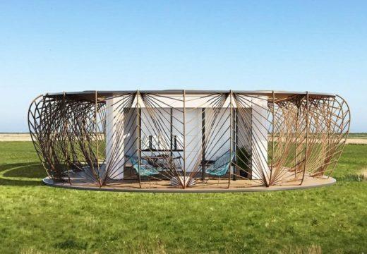 Преносим дом с естествена плетена ограда