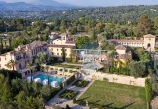 Съд поиска от милионер да събори имението си