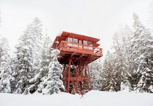 Зимна приказка в кула за наблюдение против пожари