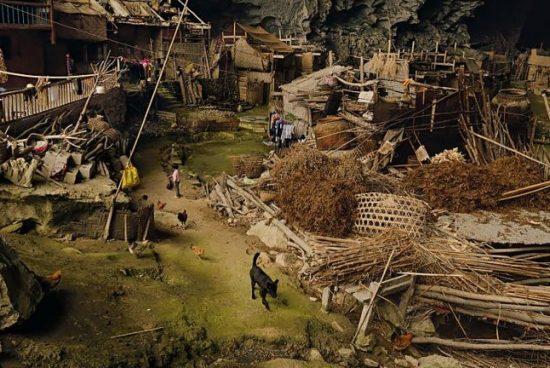 Село от 100 човека живее в пещера в Китай