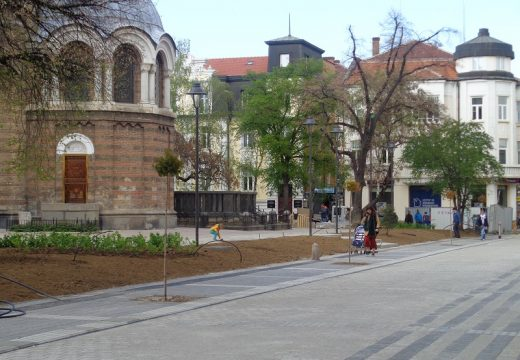 """Нови дървета са засадени на ул. """"Шишман"""""""