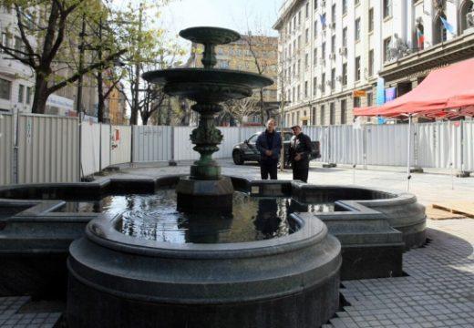 """Махат строителните огради на площад """"Славейков"""""""