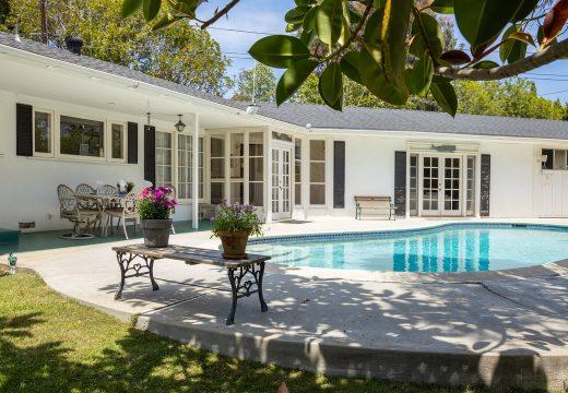 Пресила Пресли продава старата си къща