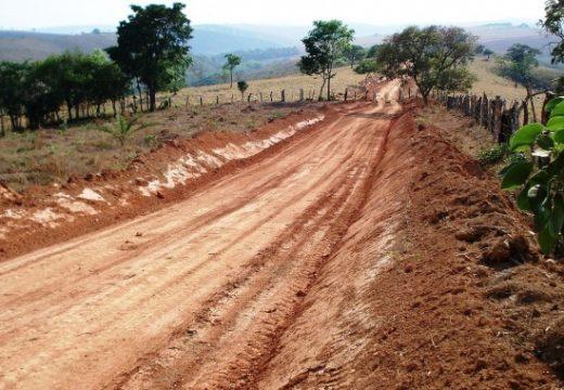 Фирма изгради частен път с опасни строителни материали