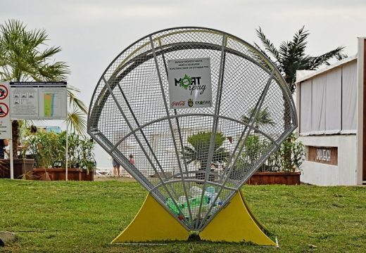 Бургазлии събират разделно пластмаса в арт инсталации