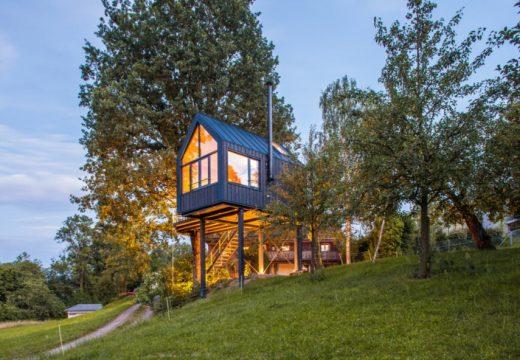 Чудна дървесна къщичка се сглобява само за няколко дни