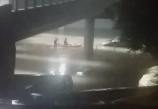 Пловдивчани преплуваха с кану нов централен подлез