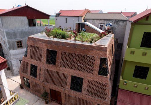 Къща с перфорирани тухлени стени